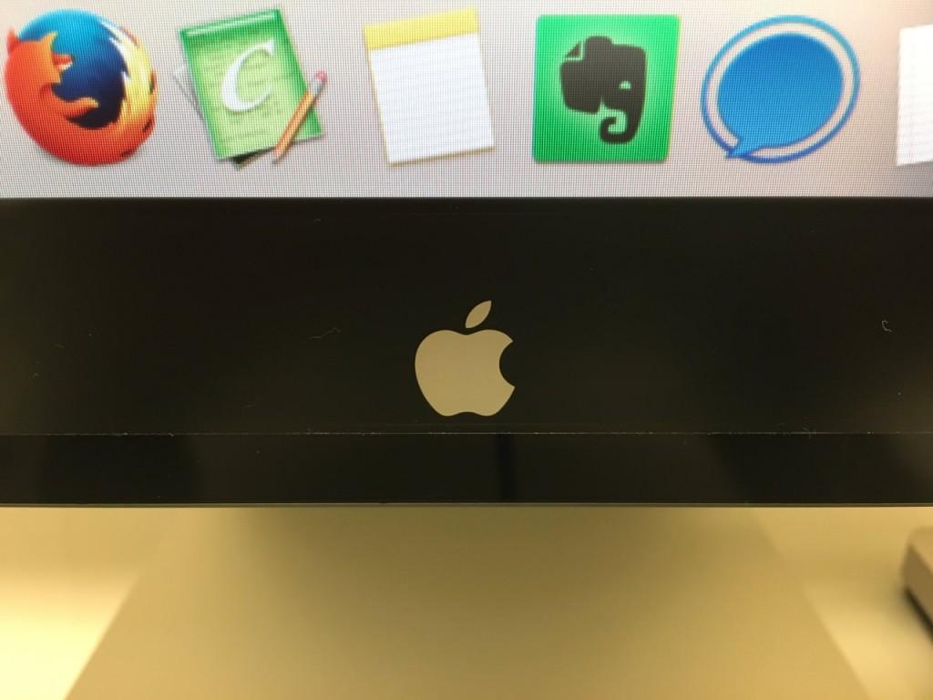 Thunderbolt Displayとアップルロゴ
